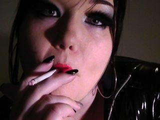 राजकुमारी गुड़िया - धूम्रपान बुत प्रचलन लाल लिपस्टिक