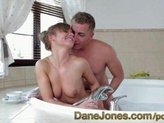 हॉट टब में खुश टिनी किशोर कामुक युवा प्रेम पर गर्म फर्म गधा danejones
