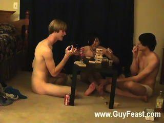 समलैंगिक अश्लील ट्रेस और विलियम अपने नए दोस्त के लिए ऑस्टिन के साथ संयुक्त रूप से मिलता है