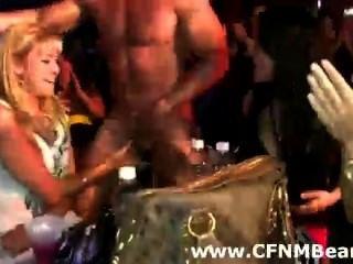 सीबीटी पार्टी लड़कियां चूसना स्ट्रिपर्स सार्वजनिक में मुर्गा