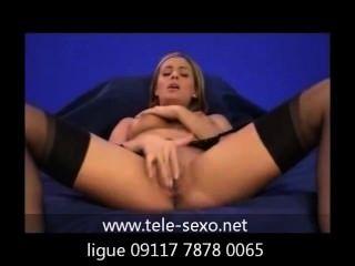महिला, स्टॉकिंग्स में, सोफे पर हस्तमैथुन tele-sexo.net 09117 7878 0065