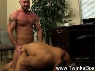 गर्म समलैंगिक दृश्य pervy मालिक मिच Vaughn अंत पर पर्याप्त लाभ उठाने खोदता