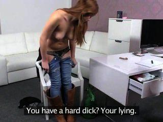 समलैंगिक शौकिया licks कार्यालय में बिल्ली