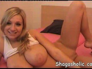 बड़े स्तन के साथ गोरा - Shagasholic कॉम