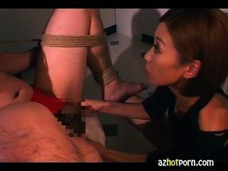 भव्य एशियाई लड़कियों Handjob सेवा
