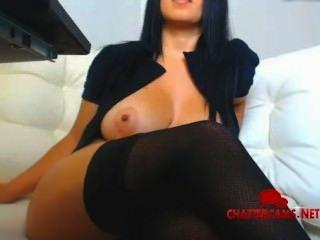 सेक्सी काले बालों वाली दिवा स्ट्रिपटीज