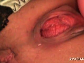 जापानी बेब कई dildos के साथ गड़बड़ हो रही है