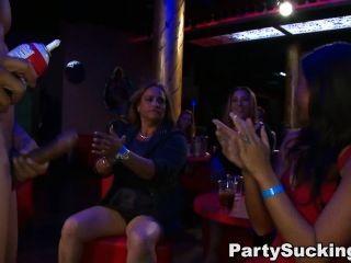 पार्टी लड़कियों चूसना खाल उधेड़नेवाला मुर्गा