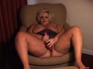 सेक्सी बीबीडब्ल्यू धूम्रपान करता है और बैंग्स
