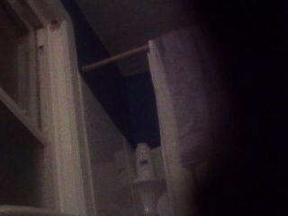 बीजे और उसकी बेटी वीडियो पर पकड़ा बाथरूम में जबकि