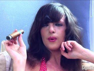 KATES पहले सिगार ... बेब!