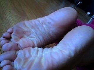 कैंडी घुटना टेककर और ठोके