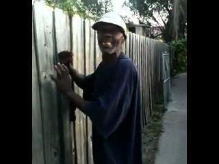 पुराने काले आदमी thed सड़कों में जापानी कुतिया fucks