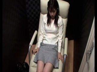 हास्य कैफे में प्यारा जापानी हस्तमैथुन