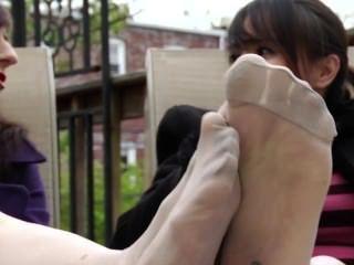 डबल Dom बदबूदार पैर अपमान