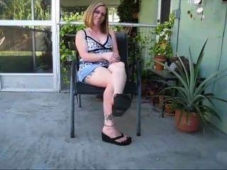 फ्लिप फ्लॉप में सेक्सी पैर