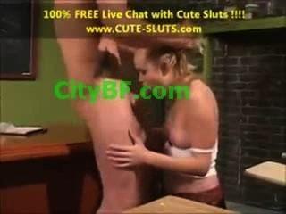 छोटे स्तन और गुदा सेक्स HD एक बड़ी बिल्ली होंठ के साथ शौकिया लड़की में लड़की