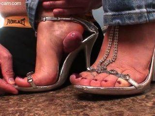 सेक्सी लड़की को shoejob साथ सह