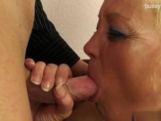 बड़े स्तन पूर्व प्रेमिका handjob