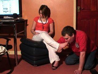 ब्रिटिश लड़की पैर पूजा 1