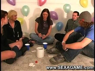 सेक्स के खेल के साथ खेलने पर छात्रों