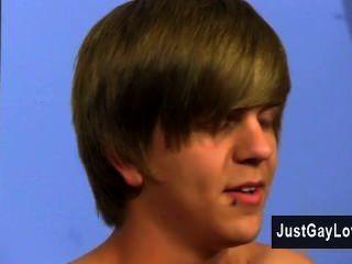 समलैंगिक वीडियो भी हालांकि सर्वथा फेसबुक, अश्लील पर नफरत करता है नाथन क्लार्क