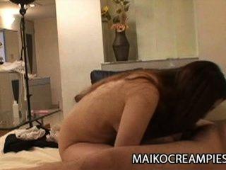 Ayako Sakuma: रसीला जापानी उसके पति पर पत्नी को धोखा दे