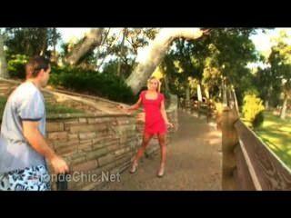 गर्म लड़की सेक्सी लाल dress.wmv पहने