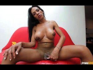 लैटिना tranny उसे फट Pantyhose में विशाल मुर्गा स्टोक्स