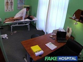 FakeHospital डॉक्टरों मुर्गा भर देता है गोरे चोट squirting सेक्सी