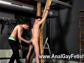समलैंगिक बकवास शिकार हारून एक सजा हो जाता है, तो उसकी दरार को ठीक से हो जाता है