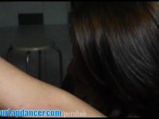 महिला lapdance पर सुपर गर्म लड़की