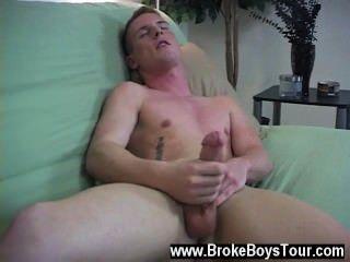 समलैंगिक XXX रिज उसकी आँखें बंद करके और के रूप में शुरू की है कि वह अपनी छड़ी के साथ खेला