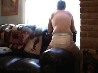 मेरे डायपर गीला और एक सोफे ले रहा