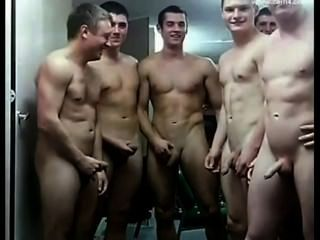 नग्न सैनिकों