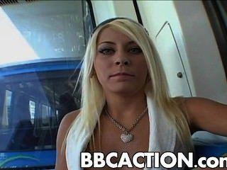मैडिसन आइवी बीबीसी द्वारा गड़बड़ हो जाता है