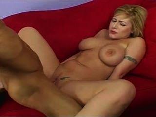 बड़े स्तन के साथ सुंदर लड़की मुश्किल मुर्गा प्यार करता है