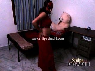 लाल साड़ी में भारतीय पत्नी भाभी सेक्सी शिल्पा नग्न सेक्स अलग करना
