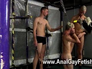 समलैंगिक अश्लील Aiden चारों ओर अपने दोस्त उपयाजक है और लोग तय वे चाहते हैं