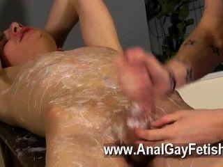 कट्टर समलैंगिक एडम एक असली पेशेवर जब यह खुर के लिए आता है