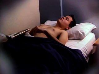 रूममेट बंद jacking बिस्तर में पकड़ा