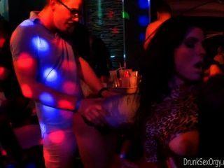 क्लब bitches जनता में बकवास