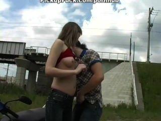 शौकिया अश्लील vid में त्रिगुट सेक्स