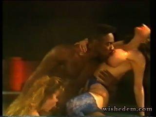 पूल में काले आदमी चूसने दो आवारा लड़की