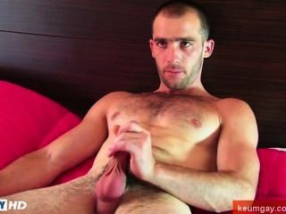 इस सेक्सी str8slim फिट लेकिन आदमी muscled एक पुरुष द्वारा अपनी हार्ड मुर्गा wanked हो जाता है!