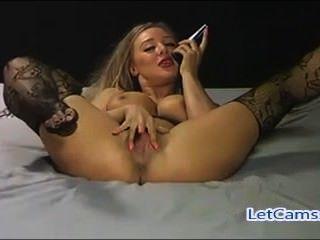 वेबकैम पर गर्म गोरा camgirl mastubation शो
