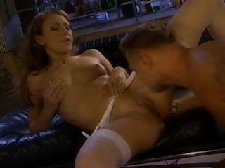 सुंदर फूहड़ गिल्डा रॉबर्ट्स प्रयोगशाला में गुदा सेक्स होने