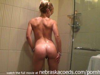 इलिनोइस होटल के कमरे में गोरा अनुरक्षण नग्न स्नान शो