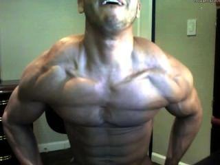 गर्म वेब कैमरा लड़का - महान शरीर muscled और विशाल डिक