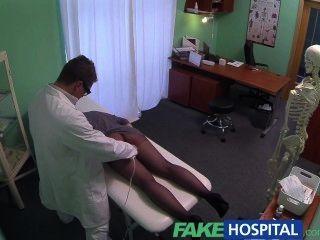 नकली अस्पताल जी स्पॉट मालिश हो जाता है गर्म श्यामला मरीज गीला